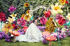 Giant flowers / Alice in Wonderland Wedding Summer Wedding Bouquets, Disney Wedding Dresses, Wedding Flowers, Giant Flowers, Paper Flowers, Wedding Themes, Wedding Decorations, Alice In Wonderland Tea Party, Strictly Weddings