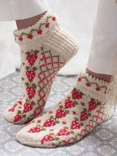 Free Knitting Pattern for Strawberry Socks. Kit Available. Free Knitting Pattern for Strawberry Socks - Anklet socks with strawberries and trellis in stranded colorwork with a cut. Crochet Socks, Knitting Socks, Knit Crochet, Knit Socks, Knitting Patterns Free, Knit Patterns, Free Knitting, Free Pattern, Patterned Socks