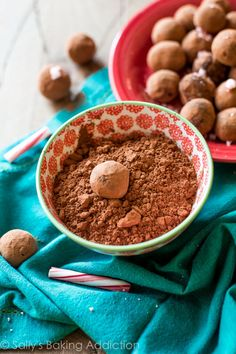 Chocolate Peppermint Truffles --Dark chocolate, peppermint, smooth, silky, simple chocolate goodness!
