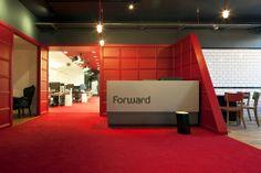 Красочный офис компании Forward в Лондоне