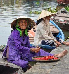 Boat Lady . Hoi An, Vietnam