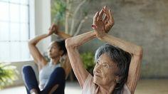 """Tao Porchon Lynch, con i suoi 98 anni, è l'insegnante di Yoga più anziana del mondo. Ha iniziato a praticare Yoga nel 1926, quando era ancora una disciplina prettamente maschile. Fondatrice del Westchester Institute of Yoga nel 1982, Tao, nei 45 anni di insegnamento, ha formato e certificato centinaia di istruttori. """"Tutto è possibile. Niente è impossibile. E se ti svegli ogni mattina pensando 'Questo sarà il giorno migliore della mia vita', lo sarà"""", dice nel video real..."""