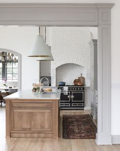 We separated the kitchen from the breakfast nook with an arched entry to give the room a cohesive look at our ! Home Interior, Kitchen Interior, Kitchen Decor, Interior Design, Home Design, Küchen Design, Decoration Inspiration, Decoration Design, Design Inspiration