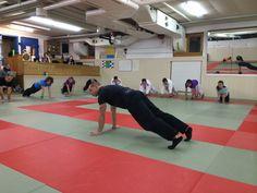 Ju Jitsu Warm Up Workshop im November 2013 an der Kiai Schule bei Peter Herger in Cham. Ju Jitsu, Athletic Training, November 2013, Judo, Athletics, Basketball Court, Workshop, Warm, Atelier