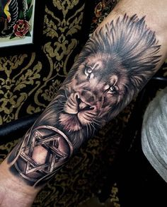 Cool Lion Forearm Tattoo For Men Cool Back Tattoos, Tattoos For Guys Badass, Rose Tattoos For Men, Back Tattoos For Guys, Men Tattoos, Lion Forearm Tattoos, Forarm Tattoos, Body Art Tattoos, Tatoos