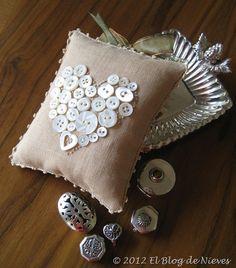 Entre Botones... lace embroidery pincushion button heart