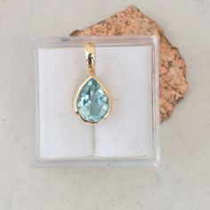 Pear Shaped Aquamarine and 14k Gold Handmade Pendant #Aqua_necklace #Aqua_pendant #Aquamarine_and_gold