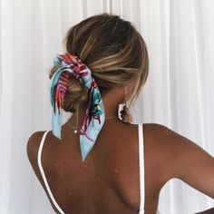 scarf for hair, hair scarf hairstyles Pretty Hairstyles, Easy Hairstyles, Bandana Hairstyles For Long Hair, Hairband Hairstyle, Hairstyle Ideas, Straight Hairstyles, Stylish Hairstyles, Simple Bun Hairstyle, Vintage Hairstyles