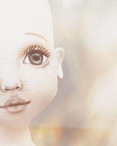 """Хотела выразить своё возмущение неразберихой в Инстаграм, но смотрю на этого зайца... и уже обо всём забыла, и хочется делать """"у-тю-тю""""  #процесс #лицокуклы#мордашка #ручнаяработа #роспись#лицо#ярисую #игроваякукла #текстильнаякукла #куклыеленыхайдуковой #малышка #workinprogress #face #doll #fabric #art #handmade #girl"""