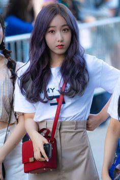 Check out GFriend @ Iomoio Pink Ash Hair, South Korean Girls, Korean Girl Groups, Gfriend Profile, Sinb Gfriend, Korean Beauty Girls, G Friend, Music Photo, Queen B