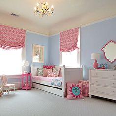 Feminine bedroom in pink and blue www.piccolielfi.it