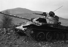 (Египетский парад, 1974, Рене Бурри) Опять же по SIPRI, крупнейшим ближневосточным получателем Т-62 был Ирак - 2850 штук в 1974-89. Сирия довольствовалась тысячей (поставщиком 200 значится Ливия), в том числе 500 в 1972-74. Египту досталось 750 в 1972-75. Как видим, Саддам затарился уже после Войны…