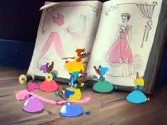 Scena tratta dal film CENERENTOLA del Disclaimer: We have not got the Disney Copyright. All the Credits and Copyrights go to Walt Disney Animation Stud. Cinderella Mice, Cinderella And Prince Charming, Cinderella Party, Walt Disney Animation, Disney Films, Disney Pixar, Disney Sidekicks, Disney Videos, Disney Cats
