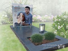 Foto van glas op eenvoudige grafsteen - 34868 - Door het liggende deel van de grafsteen eenvoudig van ontwerp te houden, is het des te mooier om een bepaalde blikvanger in het monument te verwerken. Op deze grafsteen is een grote glazen letterplaat met een fotoprint gebruikt. Samen met onze grafische mensen kunt u een beeld laten maken of ontwerpen dat u mooi en passend vindt. Deze glazen grafsteen is volgens dit concept gemaakt. De basis bestaat uit een liggende dekplaat van natuursteen… Cemetery Monuments, Cemetery Art, Funeral, Graveside Decorations, Headstone Inscriptions, Memorial Markers, Cemetery Decorations, Creative Landscape, Pictures
