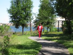 Orlando Health Dr. P. Phillips Hospital. Orange County FL. Lakeside trail for patients, visitors and staff. - AECOM