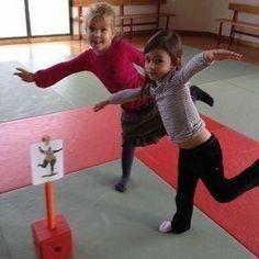 25 Ideias para trabalhar coordenação motora - Aluno On Gross Motor Activities, Movement Activities, Gross Motor Skills, Kindergarten Activities, Physical Activities, Activities For Kids, Kids Gym, Yoga For Kids, Exercise For Kids
