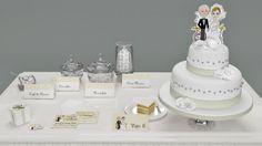 Coordinato personalizzato: cake topper, invito, bigliettini bomboniere, cavalieri, confettata.