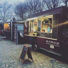 #quaidorsay #lanuitdesidées #burger #foodtruck #camiongourmand #paris #officialparty #streetfood #foodporn by le_camion_gourmand