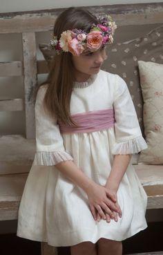 NIÑOS DE ARRAS Y SUS LOOKS – Marta Bernabeu Fashion Kids, Girl Fashion, Girls Dresses, Flower Girl Dresses, Dressing, Wedding Dresses, Bernabeu, Girl Style, Bridesmaids
