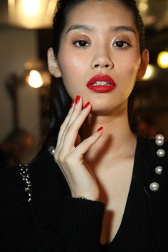 New York Spring 2015 Collections: Novel Beauty Techniques - Slideshow