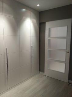 Top 30 Closet Door Ideas to Try to Make Your Bedroom Tidy and Spacious Home Decor Bedroom, Closet Designs, Wooden Wardrobe Design, Master Bedrooms Decor, Mudroom Design, Hallway Designs, Home Decor, Wardrobe Door Designs, Home Deco