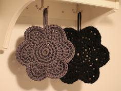 annikaisa: Virkattu pannunalunen Crafts To Do, Crafts For Kids, Arts And Crafts, Diy Crafts, Crochet Flower Patterns, Crochet Flowers, Yarn Stash, Fabric Yarn, Handicraft