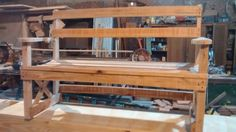 Trabajo realizado con madera de embalaje, saligna sin cepillar