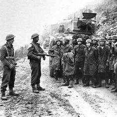 New Zealand soldiers hold German paratroopers as prisoners after the Battle of Monte Cassino