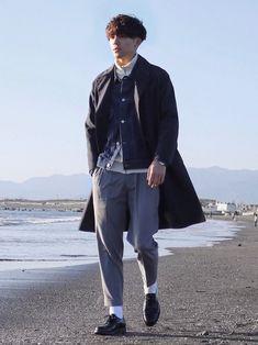 重ね着したけどアイテムが春だよね 寒いからインナーにニットをきて Gジャンとステンカラーコート着