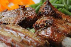 Consejos útiles para freír carne de res. Para evitar que el aceite salte durante la cocción, podemos rociar un poco de sal en la sartén caliente antes de aplicar el aceite.
