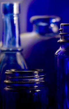 blue.quenalbertini: Blue glass | coquita