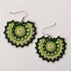 Crochet Earrings Pattern, Crochet Bracelet, Seed Bead Earrings, Quilling Earrings, Crochet Stitches, Crochet Patterns, Diy Jewelry, Beaded Jewelry, Earring Tutorial