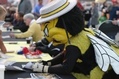 Chicago Sting mascot signing autographs - but doesn't appear too happy about it (1981)