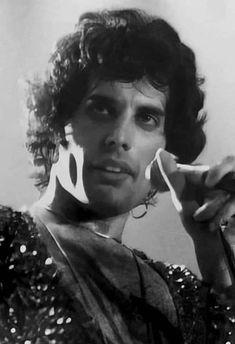Queen of the May Queen Rock, Show Must Go On, Mr Fahrenheit, Brian Rogers, King Of Queens, Queen Pictures, Rare Pictures, We Will Rock You, Queen Freddie Mercury