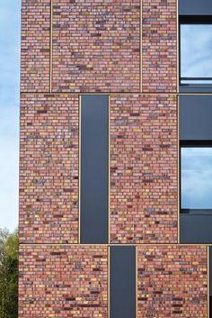 Cross-federal composition of monoliths - the new cross federal cadastre in Stade, Germany with its facade of, Brick Design, Facade Design, Exterior Design, Facade Pattern, Architectural Materials, Brick Detail, Brick Architecture, Brick Patterns, Building Facade