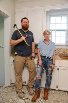 Home Town's Erin and Ben Napier welcome a new military family to town and help them transform a plain, drab box of a house into a home with loads of charm and a European soul. English Country Decor, French Country Farmhouse, Home Town Hgtv, Erin Napier, Hgtv Shows, Hgtv Star, Hair Affair, Style Me, Classic Style