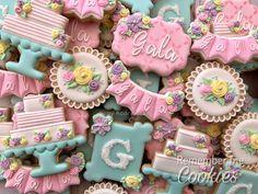 Sweet Fifteen By Gaby Rodríguez (Remember me Cookies) Iced Cookies, Cute Cookies, Royal Icing Cookies, Sugar Cookies, Happy Birthday Cookie, Birthday Cookies, 75th Birthday, Sweet Fifteen, Sweet 15