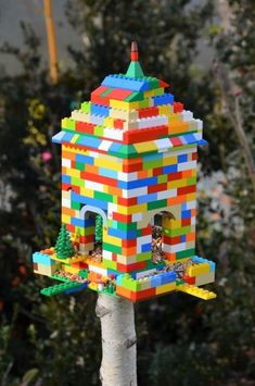 When it comes to birds, avid watchers know that you can never have too many bird houses in your yard. Birds appreciate these items during the nesting and migration seasons, which can just about cover the entire year in some areas. Wooden Bird Feeders, Bird House Feeder, Diy Bird Feeder, Bird Feeders For Kids To Make, Casa Lego, Birdhouse Craft, Birdhouses, Bird Houses Diy, Lego Room