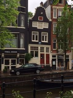 Maisons au bord des Canaux d'Amsterdam