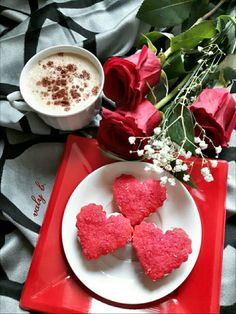 Coffee time with Love 🌹☕🌹 Sweet Coffee, My Coffee, Coffee Drinks, Coffee Time, Coffee Flower, Coffee Heart, Good Morning Coffee, Spiced Coffee, Breakfast Tea