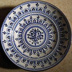 30 cm diameter ceramic bowl with Szasz design.Lovely blue and white! Pottery Painting, Ceramic Painting, Ceramic Art, Painted Ceramic Plates, Ceramic Bowls, Painted Ceramics, Mandala Jewelry, Jewelry Art, Pottery Place