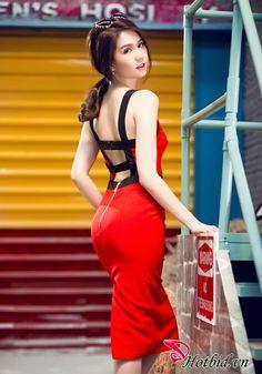 Đầm Ôm Body Đỏ Viền Đen Ngọc Trinh Hở Lưng SexyĐầm Ôm Body Đỏ Viền Đen Ngọc Trinh Hở Lưng Sexy 5 Đầm Ôm Body Đỏ Viền Đen Ngọc Trinh Hở Lưng Sexy - Thiết Kế Tinh Tế, Chất Liệu Cao Cấp, Màu Sắc Sang Trọng – Tôn Vẻ Gợi Cảm Và Quyến Rũ Của Phái Nữ. Giá 399.000 VNĐ Chỉ Có Tại Hotbid.vn! ĐIỀU KIỆN: - Hotbid giao sản phẩm ngẫu nhiên đến tận tay khách hàng. + Đối với khu vực Q6, Q11, Q. Bình Tân: Miễn phí. + Đối với các Quận và Tỉnh thành khác: Chuyển phát nhanh theo phí bưu điện. - Áp dụng cho 1…
