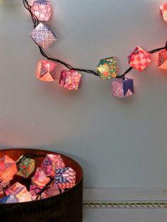 Haz tu lámpara de papel por menos de 1 euro con cubos de papel de colores https://www.youtube.com/watch?v=YdD4qiJS3Ug