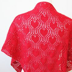 A triangular shawl for the romantic at heart. Dreamy Valentine features a love heart lace pattern, inspired by Dream in Color's Valentine colorway, and developed by Ambah especially for this design. Wear this as a shawl or wrapped around the neck as a scarf.