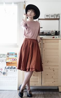 適合復古風、淑女風、復古寬邊帽、粉色上衣、及膝裙、復古皮鞋、KANGOL、BEAUTY   YOUTH 、購自韓國、VANGER的穿搭 b50a7856995cd