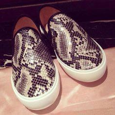 Tênis Estampa Cobra Sneaker Snake  R$ 44,14   Link para comprar: http://lnk.do/vG4kh