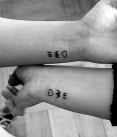 Tatuajes para parejas, tatuajes femeninos, tatuajes minimalistas, tatuajes pequeños, tatuajes para mujeres, tatuajes femeninos delicados, tatuajes bonitos, tatuajes inspiradores Tattoo Quotes, Tattoos, Small Tats, Couple Tattoos, Cute Tattoos, Feminine Tattoos, Inspiring Tattoos, Minimalist Tattoos, Feminine