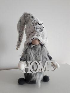 Škriatkovia , Vianočné dekorácie | Artmama.sk Handmade Christmas Crafts, Holiday Crafts, Christmas Gnome, Plaid Christmas, Gnome Tutorial, Dog Treat Jar, Scandinavian Gnomes, Crafty Craft, Diy Doll