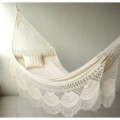The perfect hammock. I WANT THIS!