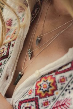 Cute necklace and shirt! Hippie Gypsy, Hippie Chic, Bohemian Style, Boho Chic, Happy Hippie, Gypsy Soul, Estilo Fashion, Boho Fashion, Womens Fashion